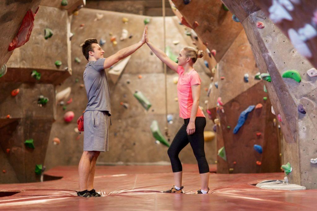 rock climbing couple