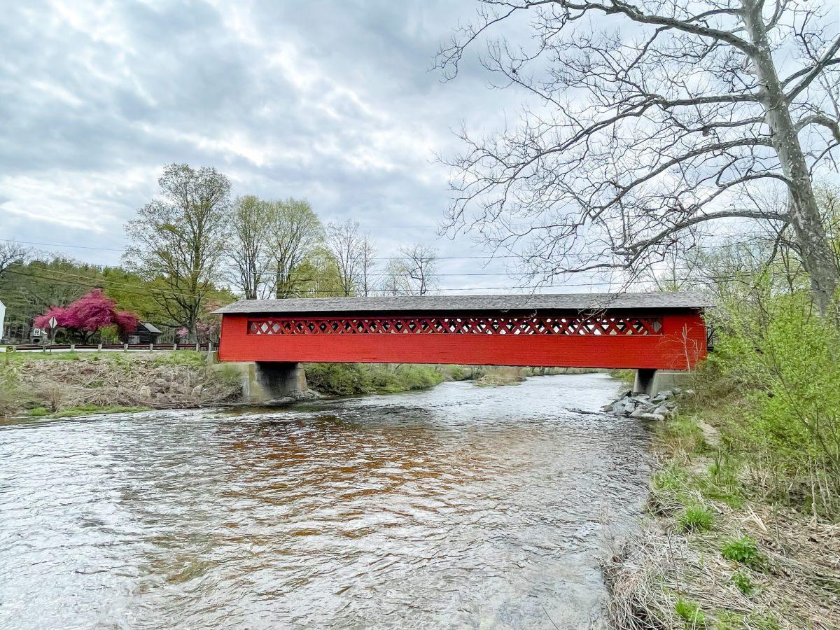 Henry Covered Bridge in Bennington