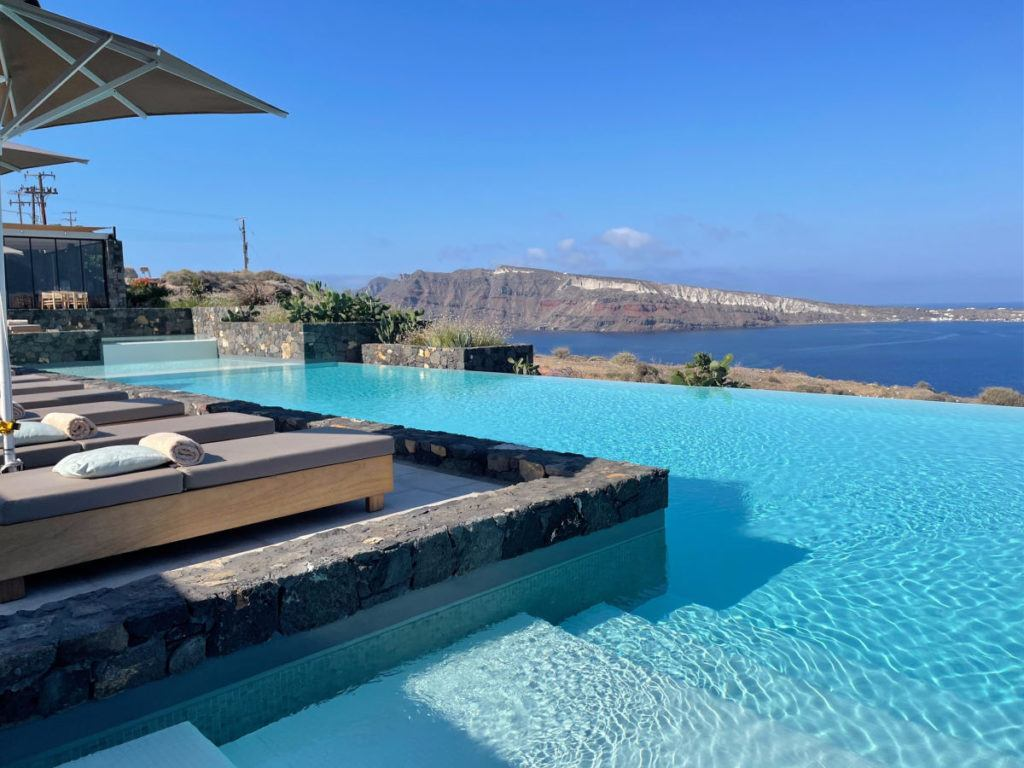 Canaves OIa Epitome infinity pool